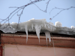 Удаляем с крыши снег